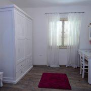 חדר שינה של ילדים בעיצוב לבן קלאסי