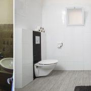 עיצוב חדר אמבטיה עם ארון טורקיז