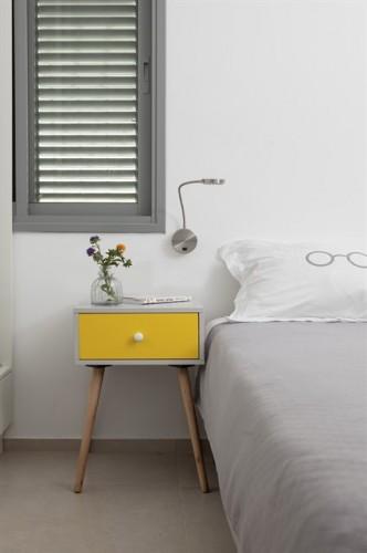 שידה אפור צהוב לעיצוב פנים חדר שינה
