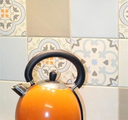 שילוב אלמטים צבעונים במטבח